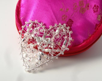 Silver coloured Wire Heart Brooch