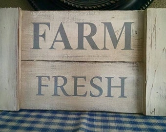 Farm Fresh sign on pallet wood