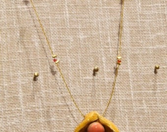 Clay necklace-shaped shell with pink enamel Pearl