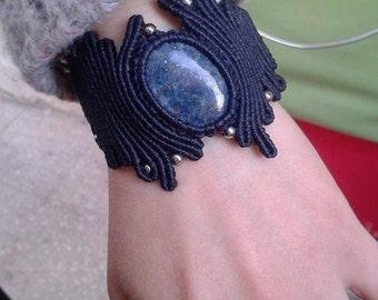 Handmade macramè bracelet with LAPIS LAZULI