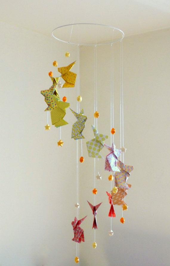 mobile b b origami lapins et etoiles jaune. Black Bedroom Furniture Sets. Home Design Ideas