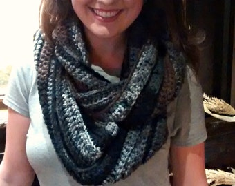 Chunky ribbed crochet infinity scarf in ash