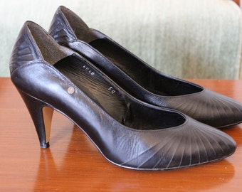 vintage etienne aigner black high heeled pumps excellent condition from 1980's