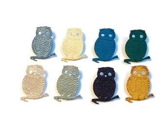 Brooch in leather. Brooch owl in leather. Handmade in France. SuperCheri. Perfect fashion gift for her.
