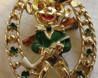 LOVELY RETRO Signed Beautrix (BJ) designer Irish Leprechaun gold tone/enamel pin in very good condition.