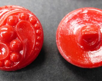 6 1930s Bright Red Swirly 1.7cm Glass Buttons