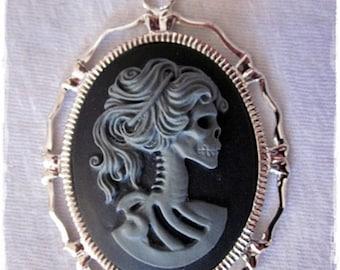 Miss Skeleton Halskette