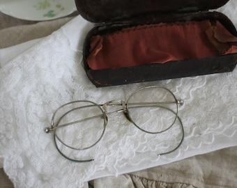 Vintage Glasses with Original Case Beautiful Set