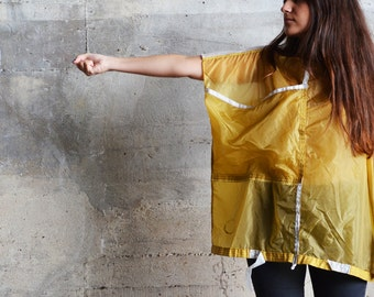 T-shirt large yellow parachute pocket.