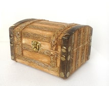Cool Wooden Trunk for special little things / Storage Trunks / Coffers / Wooden Trunks / Gift ideas / Girlfriend gifts / Decorating ideas