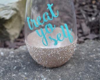 Treat Yo Self Wine Glass, Parks and Recreation, Glitter Dipped, Parks and Rec Wine Glass, Treat Yo Self, Stemless Wine Glass, Funny Wine Gla