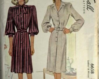 1940's Original Vintage Dress Sewing Pattern, McCall 6658, Bust 34