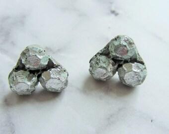 Concrete earrings pearls