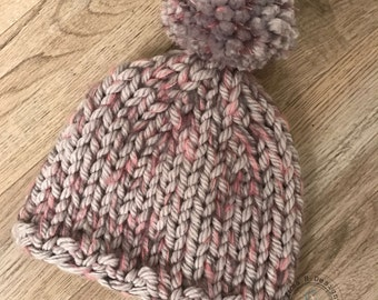 Woman/teen Hat knitted by hand in a very big wool, with big Pompom, grey/pink, one size