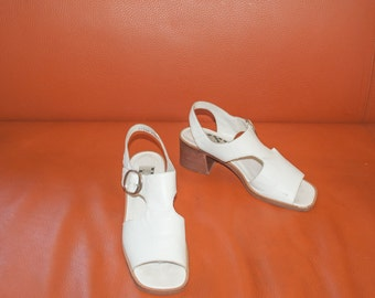 White MOD 90s CHUNKY Heel Cutout T-STRAP Buckle Sandals