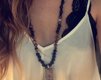 Bead necklace with stone pendant