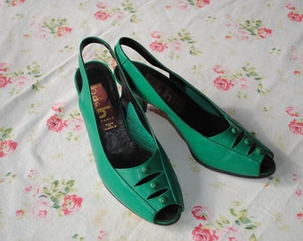 Pair of green leather shoes. Size 5 (UK) -6.5 (US)