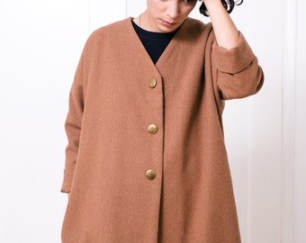 Oversized short wool coat with side pockets and snap buttons in ochre color