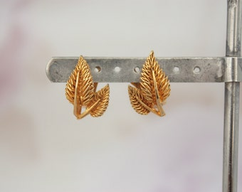 Vintage Leaf Earrings - 60s Clip On Earrings - Gold Tone Earrings - Clip On Foliate Earrings