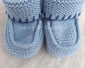 Hand knitted baby booties - blue merino wool - 3-6 months - baby girl - baby shower gift - newborn gift - READY TO SHIP