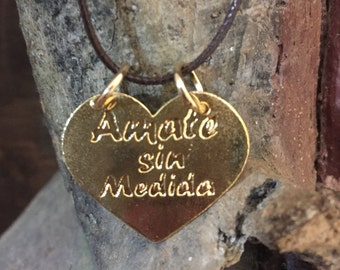 """""""Amate without measure"""" Choker with said bathed in gold."""