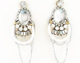 Long earrings and diamonds ILUMINADA