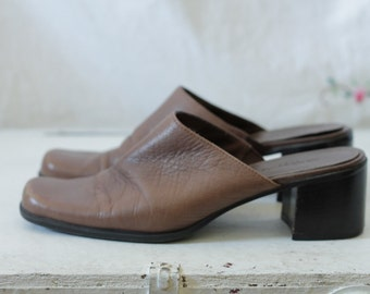 Light brown leather mules | Subtle square toe slip ons with chunky heel | Brown leather slide clogs | Size 8