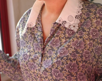 Flower embroidered collar blouse