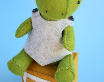 T is for Turtle : PDF sewing pattern for hand sewn felt turtle