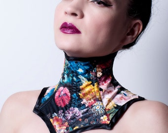 Neck Corset in Floral Faux Leather