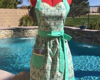 Pony Play SassyApron, Retro Style with Gathered Waist and Towel Loop, Womens Misses and Plus Sizes, Tula Pink Fox Field