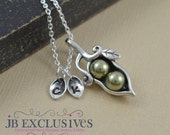2 peas in a pod, sterling silver, Mommy necklace, personalized gift, gift for mom, mom to be gift, push birth gift, baby shower gift, CP02
