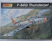 Model Airplane F-84G Thunderjet 1/48 scale kit Jet Fighter Bomber with Atomic Bomb  highly detailed Military USAF aircraft nuclear Cold War