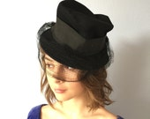 Vintage Hat Womens Wilshire Net Veil - Crushed Felt Grosgrain Ribbon 1950s
