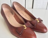 Vintage Salvatore Ferragamo Shoes Carmel Bow - Size 9 AA - Brown Flats