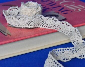 1 Yard of Cream Crochet Lace Trim 1 Inch Wide - Scalloped Edge  - Cotton Lace