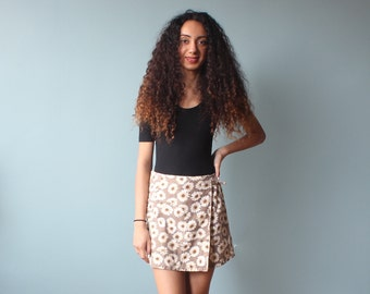 daisy print skort / 1990s wrap skirt / xs small