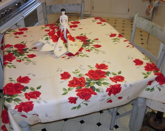 Vintage Wilendur Tablecloth & Napkins Beautiful Red Roses MWT