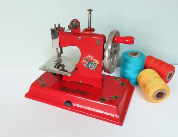 kay  ee toy sewing machine  sew master  red  tparty