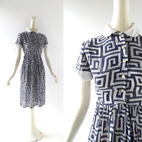 1940s Rayon Dress / Labyrinth Print / 40s Dress / 1940s Dress / XXS