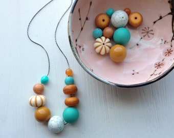 saddle - necklace - vintage lucite