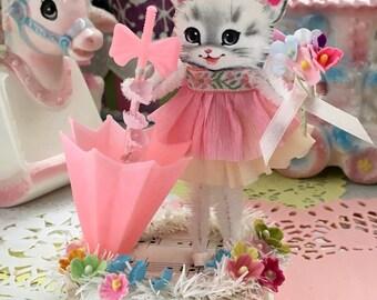 Vintage Inspired   SuGaR SwEeT Keepsake APRIL SHOWERS .. Diorama Kitschy Kittens