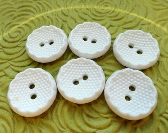 Pie Shell Vintage Buttons - 6 White YOUR CHOICE of 3/4 inch 19mm or 5/8 inch 15mm for Jewelry Beads Sewing Knitting