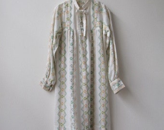1970s vintage pale printed cotton peasant dress small