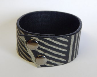 Leather Cuff Bracelet, Striped Black, FREE SHIPPING (G2P912)