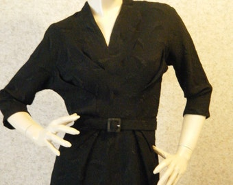 Vtg 1940s 50s Textured Black rayon Crepe dress with Belt and decorative Pleating Small