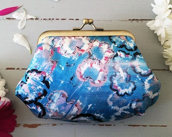 Coin purse / clasp purse / silk purse in turquoise flower pattern