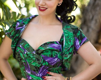 Rockabilly pin up hair double orchid flower in purple violet very detailed pin up style wedding bride