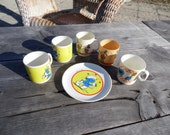Play dishes lot of 6 with 2 Walt Disney cups, 1970s, 1 Sesame Street cup, 2 Smurfette cups and 1 Smurf plate 1980s