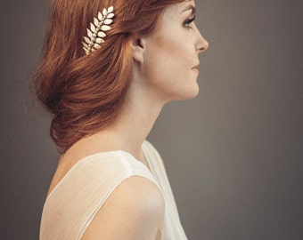 White leaf hair comb - Pearl hair comb - White bridal hairpiece - Leaf hairpiece